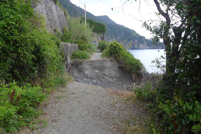 Trail closed from Corniglia to Manarola. No way to clear that massive gap