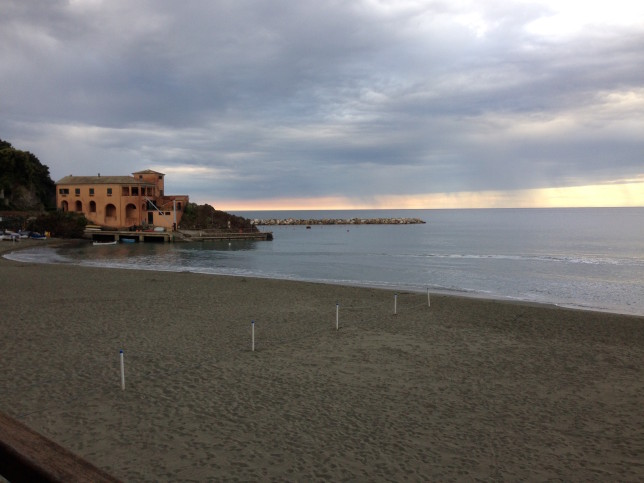Levanto, the trail starts by going uphill near the beach