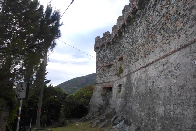 Castle in Levanto. Also note the red and white trail marker, those are important
