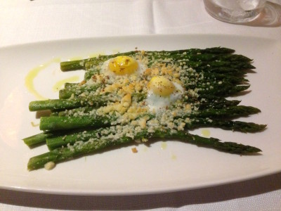 Asparagus gratin with pecorino and quail eggs